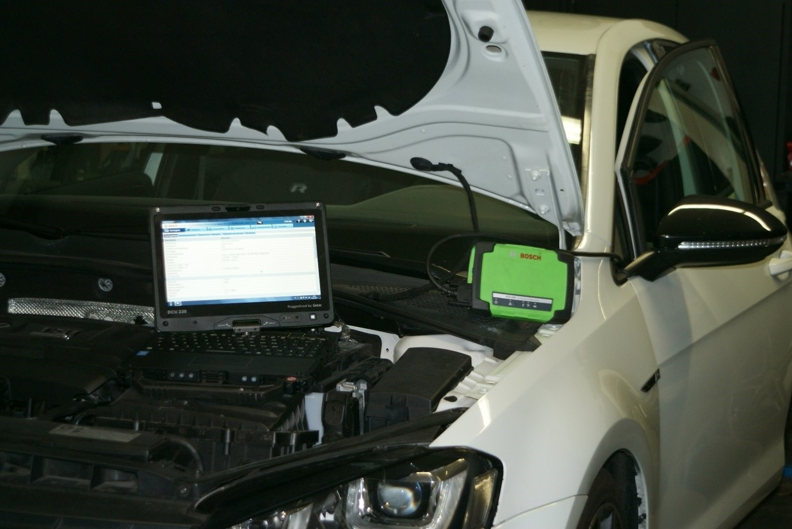 Professionele diagnose met Bosch apparatuur, voor ieder merk. Quality Car Service Waalre, omgeving Eindhoven